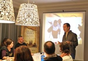 Javier Sierra explicando su ascensión al monte Ararat